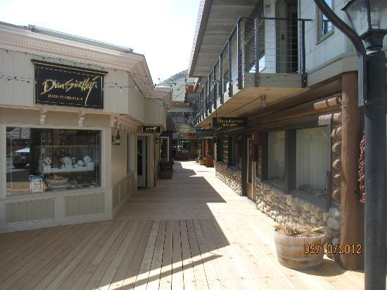 dan-shelley-jewelry-exterior